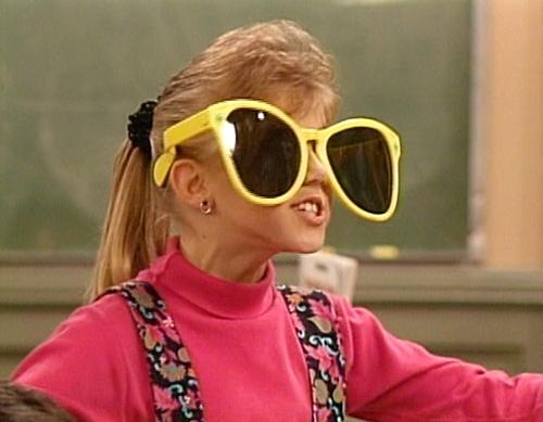 15c2f76e3fee Stephanie-with-huge-sunglasses-stephanie-tanner-29607993-500-
