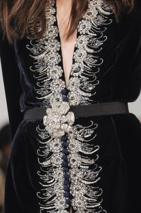 Oscar-de-la-Renta-at-New-York-Fashion-Week-Fall-2013-black-velvet-details