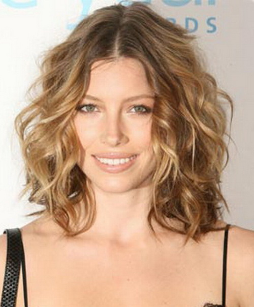 Remarkable Jessica Biel With The Perfect Little Curls The Fashion Foot Short Hairstyles For Black Women Fulllsitofus