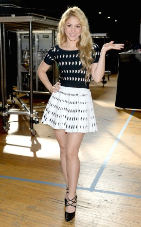 rs_634x1024-140501182313-634.Shakira-iHeartRadio-Music-Awards.ms.050114