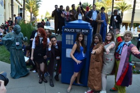 wondercon-2014-cosplay-doctor-who-group-9
