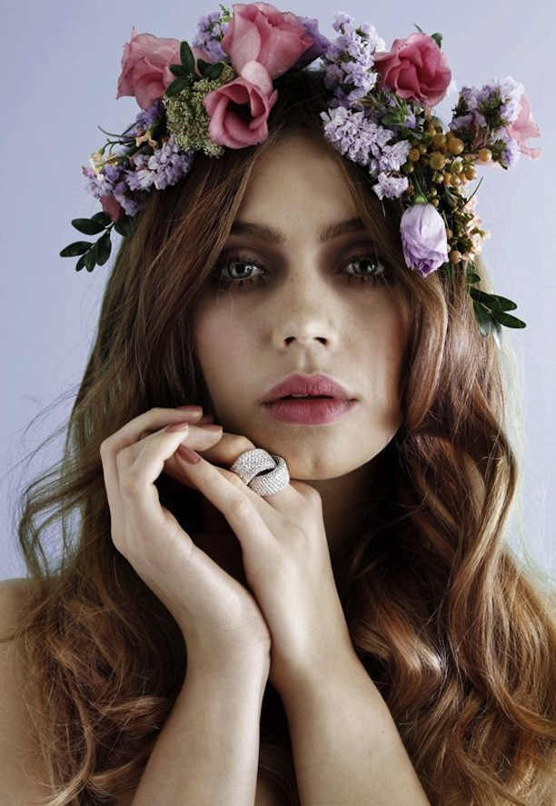 How To Wear Flower Crowns The Fashion Foot