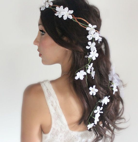 How to wear flower crowns the fashion foot wear a flower crown down your hair while its half up half down mightylinksfo