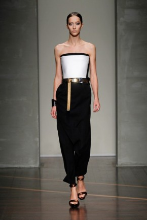 Spring-Fashion-2013-Trend-Off-The-Shoulder-Gianfranco-Ferre-600x900